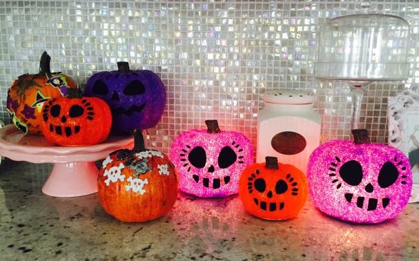 sparkly halloween pumpkin decorating