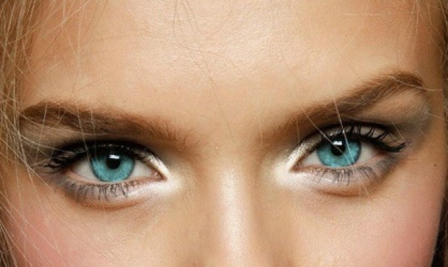 An Easy Trick For Brighter, More Awake Looking Eyes!